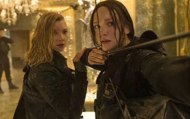 Natalie Dormer e Jennifer Lawrence em 'Jogos Vorazes: A Esperança - O Final' (Foto: Divulgação/Paris Filmes)