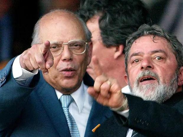 Os ex-presidente Jorge Batlle, do Uruguai, e Luiz Inácio Lula, em imagem de 2003 (Foto: Arquivo / AFP Photo)