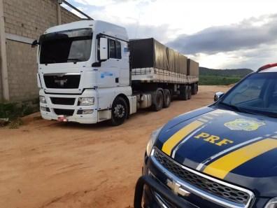 Caminhão apreendido pela polícia em Garanhuns — Foto: Polícia Rodoviária Federal/Divulgação