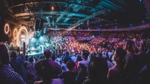 Para sociólogo, 'entretenimento é a isca para atrair o público mais jovem que não quer ficar sentado ouvindo sermão de pastor, e a Hillsong faz isso muito bem'  (Foto: Divulgacao Hillsong)