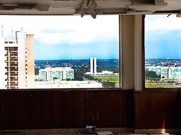 Congresso Nacional visto de hotel abandonado no centro de Brasília (Foto: Vianey Bentes/TV Globo))