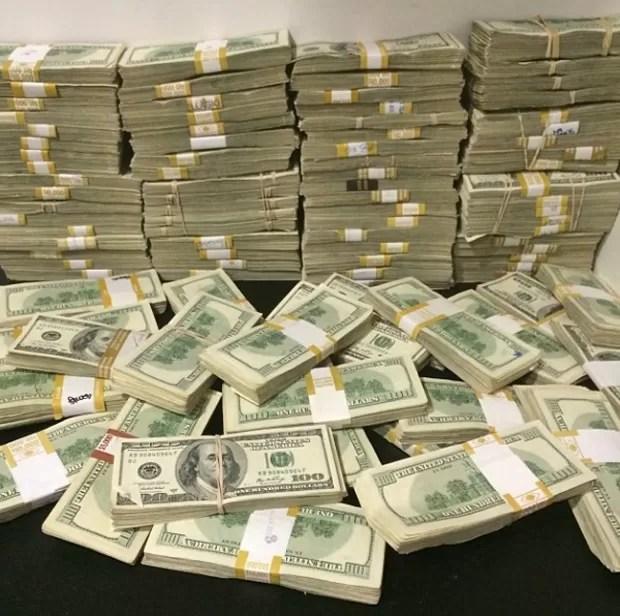 Imagens postadas no perfil mostram ostentação de jogador de pôquer multimilionário (Foto: Reprodução/Instagram/danbilzerian)