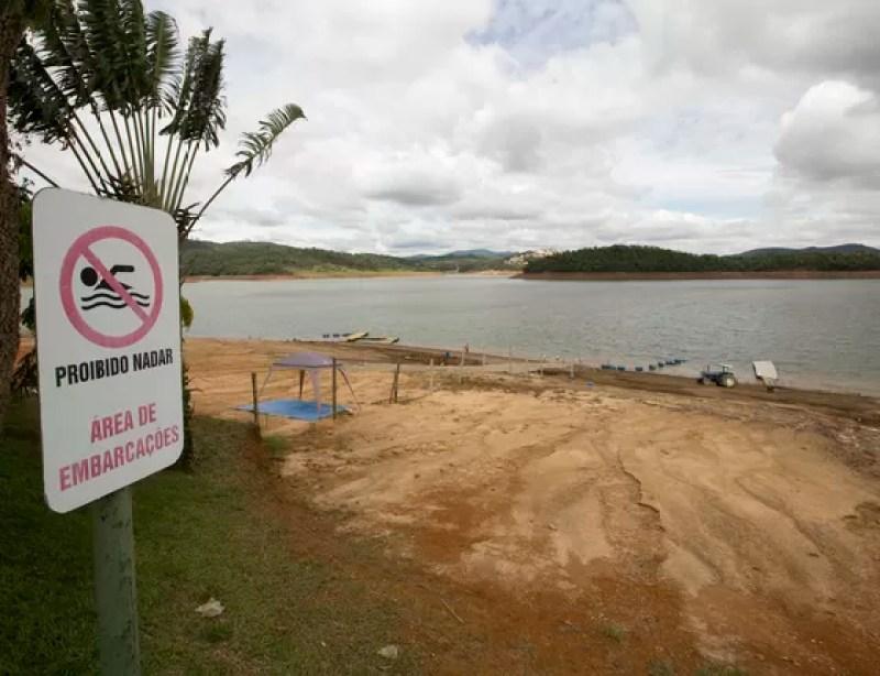 Uma das represas do sistema Cantareira, em São Paulo (Foto: Andre Penner/AP)