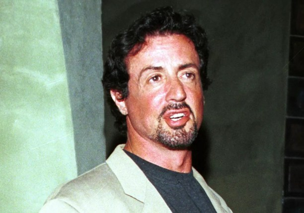 Sylvester Stallone estava dormindo já havia três semanas em um terminal de ônibus quando viu um anúncio para interessados em atuar em filmes pornográficos. Com cachês diários de 100 dólares, o ator conseguiu se reestruturar financeiramente após dois dias de serviço. (Foto: Getty Images)