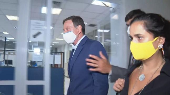 Crivella chega à Cidade da Polícia — Foto: Reprodução/TV Globo