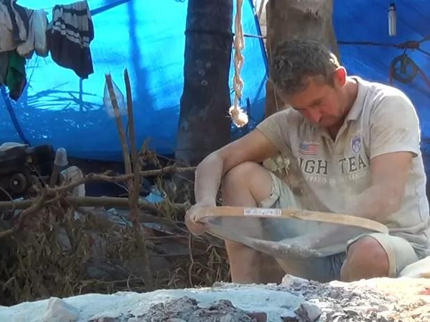 Garimpeiros não podem deixar local com ouro, mas podem levar maquinário usado na extração (Foto: Reprodução/ TVCA)