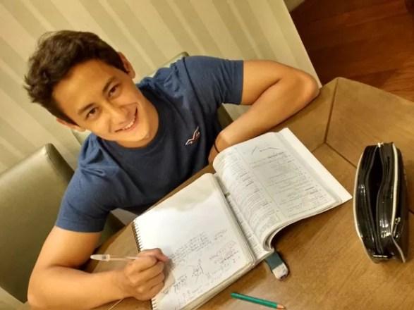 Felipe Kenzo, de Mogi das Cruzes, fez 1.008,3 pontos em Matemática no Enem (Foto: Daniel Key Miura/ arquivo pessoal)