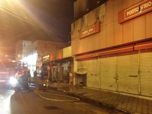 Incêndio atinge loja de móveis e eletrodomésticos em Taubaté, SP (Foto: Divulgação/Corpo de Bombeiros)