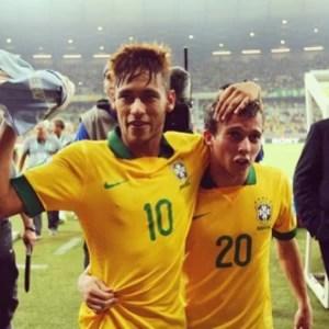 Bernard posta foto com Neymar (Foto: instagram)