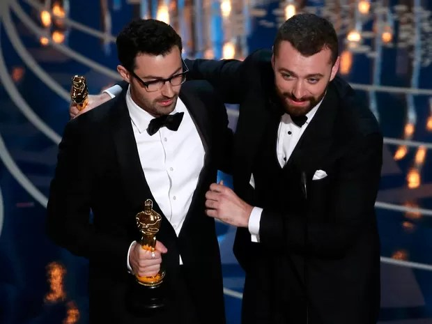 Sam Smith e Jmmy Napes recebem oscar por 'Writing's on the wall', do filme '007 contra Spectre' (Foto: REUTERS/Mario Anzuoni)