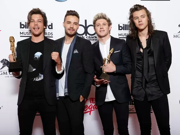 One Direction posa com dois prêmios do Billboard Music Awards 2015 (Foto: Eric Jamison/Invision/AP)