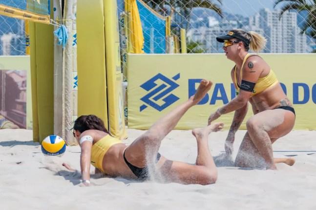 Talita e Rebecca em ação pelo Circuito Nacional de vôlei de praia  — Foto: Ana Patrícia Inovafoto CBV