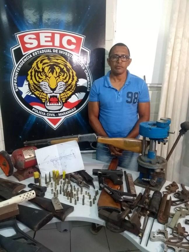 Luís Augusto de Oliveira foi autuado em flagrante pelo crime de comércio ilegal de arma de fogo — Foto: Divulgação/Polícia Civil
