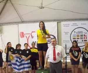 Gabi no topo do pódio do Campeonato Sul-Americano (Foto: Arquivo Pessoal)