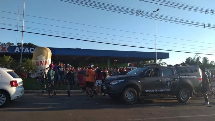 Acidente ocorreu na tarde deste sábado (18), na Estrada Dias Martins — Foto: Janine Brasil/G1