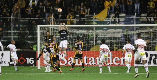 Maicon Strongest x São Paulo (Foto: Rubens Chiri/saopaulofc.net)