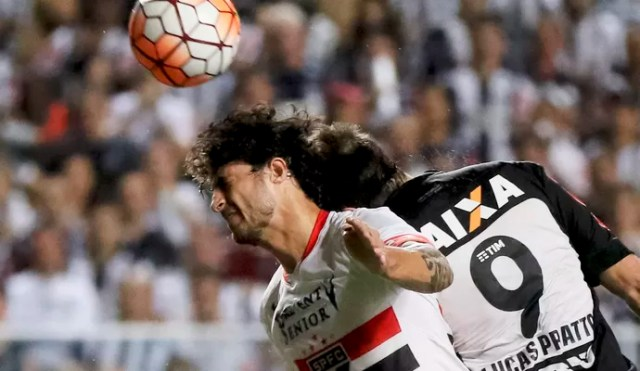 Hudson e Lucas Pratto - São Paulo x Atlético-MG (Foto: Daniel Teobaldo/Futura Press)