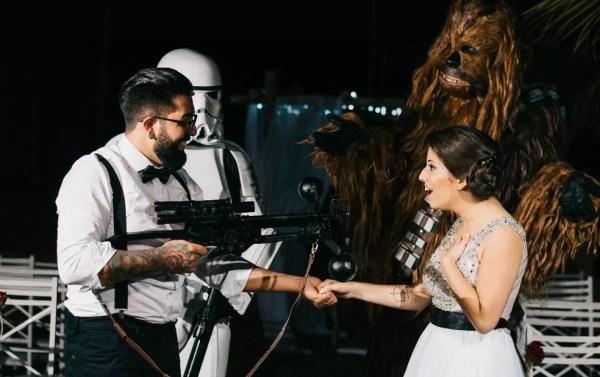 Noivos têm festa de casamento inspirada na Saga Star Wars em Piracicaba (Foto: Estúdio Story Makers)