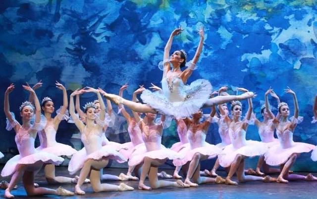 Bailarinos do Ballet Bolshoi, de Joinville (SC) — Foto: Divulgação G1