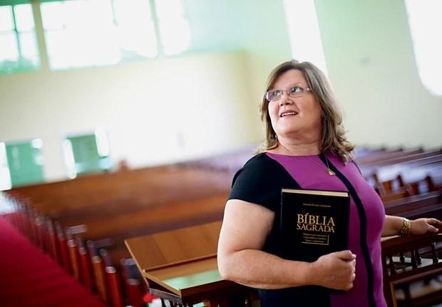 SACERDOTISA Zenilda, na Igreja Batista Esperança, em Taguatinga, Distrito Federal. Desde 1980, ela esperava o reconhecimento do ministério feminino (Foto: Celso Junior/ÉPOCA)