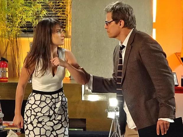 Felipe não gosta quando Carolina fala que foi a responsável pela sabotagem (Foto: Guerra dos Sexos / TV Globo)