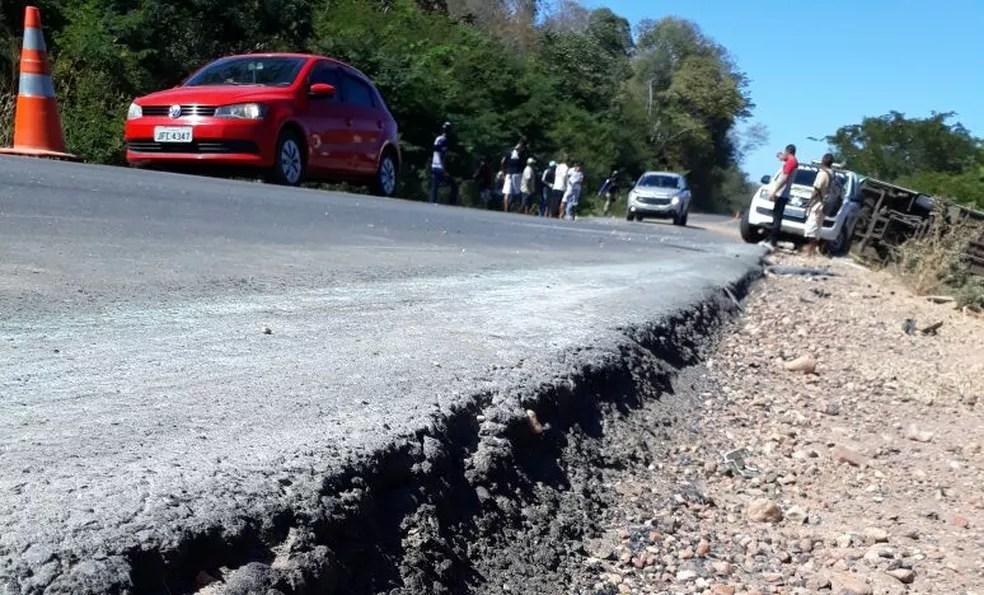 Desnível de 20 cm pode ter contribuído para o acidente, segundo a PRF (Foto: Divulgação/PRF)