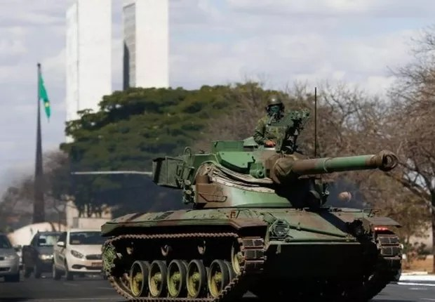BBC- Military parade during consideration of printed vote in Congress on August 10: president fuels tension (Photo: Reuters via BBC News Brasil)