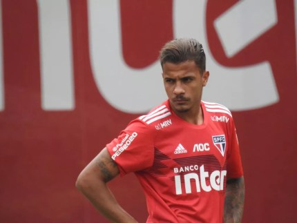 Diego durante treino do São Paulo — Foto: Marcelo Hazan
