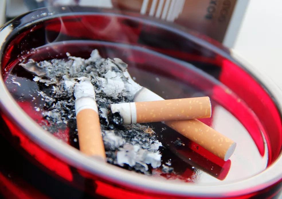 Um em quatro homens e uma em 20 mulheres fumavam diariamente em 2015 (Foto:  CDC/ Debora Cartagena)