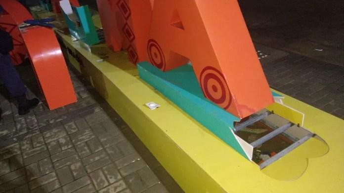 Letreiro de Jacumã, no Conde, PB, tem estrutura danificada — Foto: Guarda Civil do Município do Conde/Divulgação