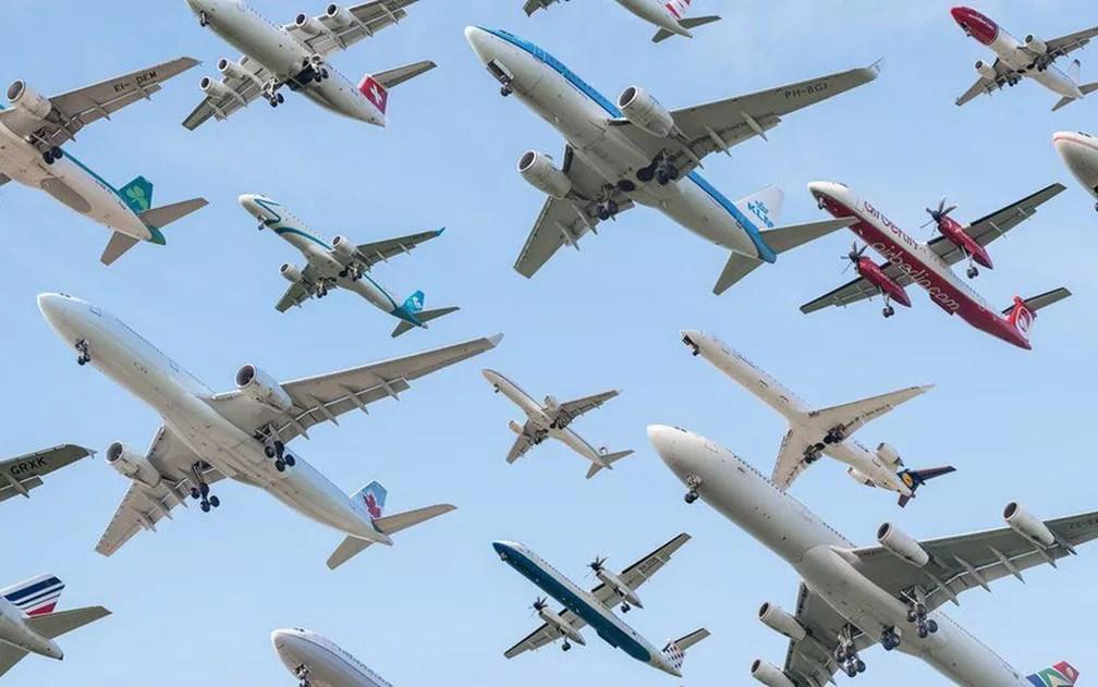 Montagem feita com voos do aeroporto de Munique (Foto: Mike Kelley)