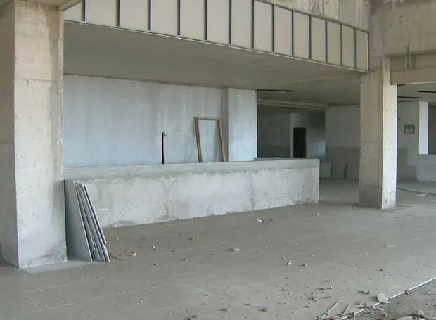 Prédio da Biblioteca Central está só no esqueleto; falta acabamento (Foto: Reprodução/Globo)
