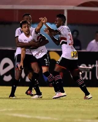 Rodrigo Caio comemoração gol São Paulo x Fluminense (Foto: André Durão)