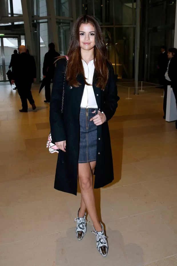 Selena Gomez assiste ao desfile da Louis Vuitton em Paris (Foto: Getty Images)