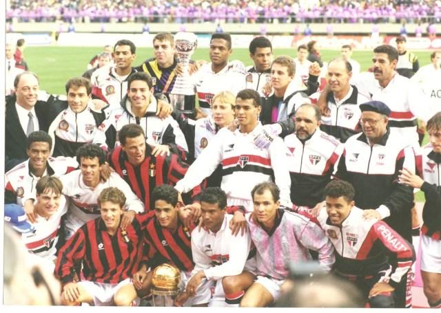 Pimenta (à esq.) presidia o clube na conquista do bicampeonato mundial, em 1993 (Foto: Divulgação/São Paulo)