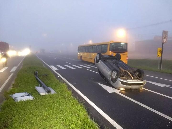 Acidente aconteceu na madrugada desta segunda-feira (15) — Foto: Cassiano Rolim/RPC