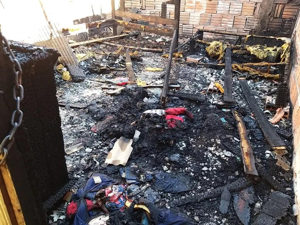Casa foi totalmente destruída — Foto: Eldérico Silva/ Rede Amazônica