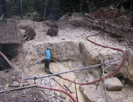 Garimpo Nova Esperança, uma atividade ilegal dentro da Floresta Estadual do Paru, no Pará (Foto: Imazon)
