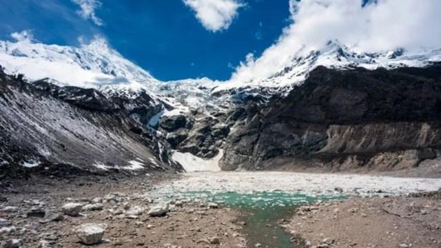 Estima-se que 1,9 bilhão de pessoas vivam nas bacias hidrográficas abastecidas por geleiras do HKH — Foto: Getty Images via BBC