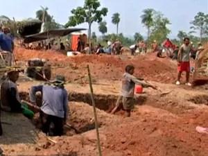 Escavações agora estão sendo feitas ao pé da Serra da Borda (Foto: Reprodução / TVCA)