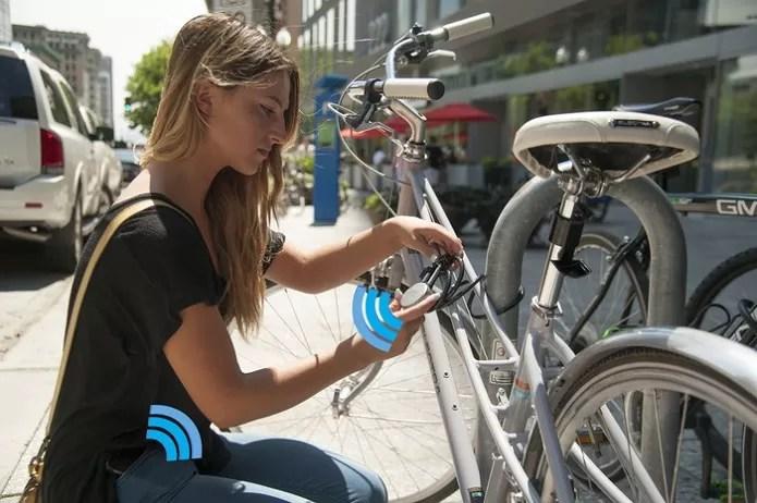 Noke é um cadeado que pode ser desbloqueado só pela presença de um celular (Foto: Divulgação/KickStater)