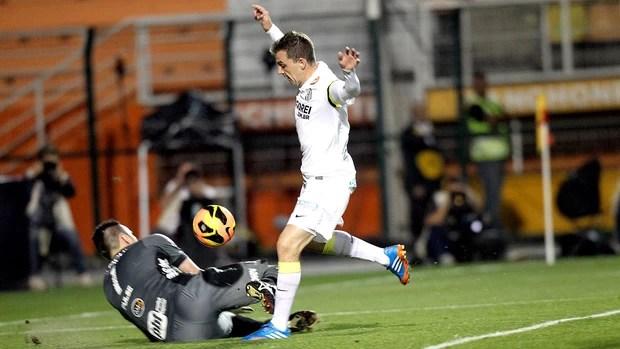 Montillo gol Santos contra Ponte Preta (Foto: Evelson de Freitas / Agência Estado)