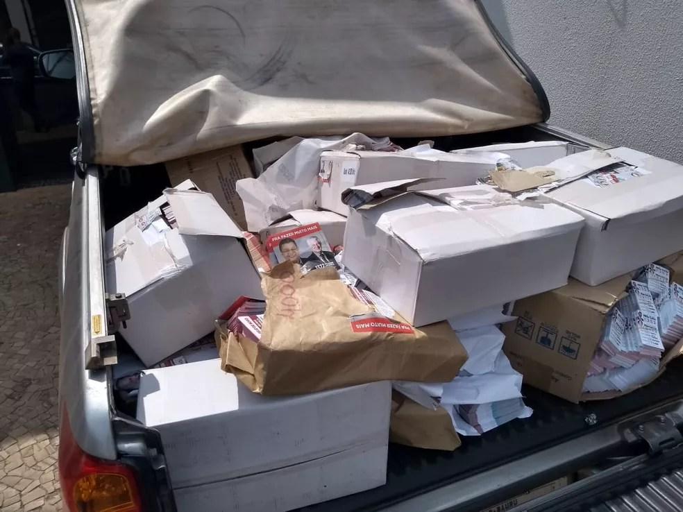 Morador que recebeu o folheto na casa dele denunciou o caso; material foi apreendido no comitê central do partido  — Foto: Eduardo Dantas/TV TEM