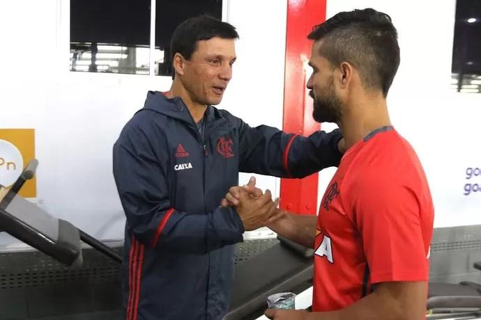 Diego, em primeiro dia no Fla, e Zé Ricardo (Foto: Gilvan de Souza/Flamengo)