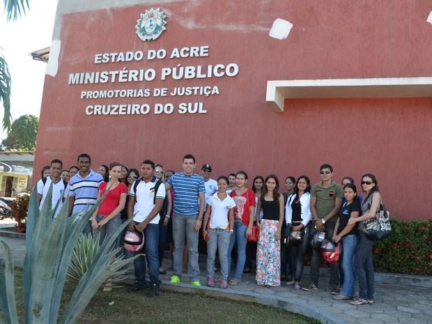 Acadêmicos da Ufac (Foto: Francisco Rocha/G1)