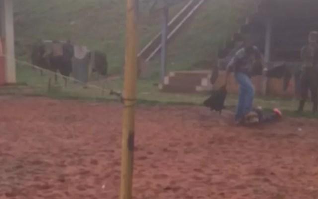 Registro mostra soldado tendo a cabeça pisada por superior em Jataí (Foto: Divulgação/MPF)