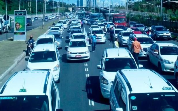 Concentração de taxistas na Avenida Paralela, em Salvador (Foto: Divulgação/Sinditáxi)