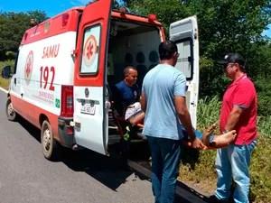 Condutor foi socorrido pelo Samu (Foto: Magnun Fravretto/Blog do Sigi Vilares)