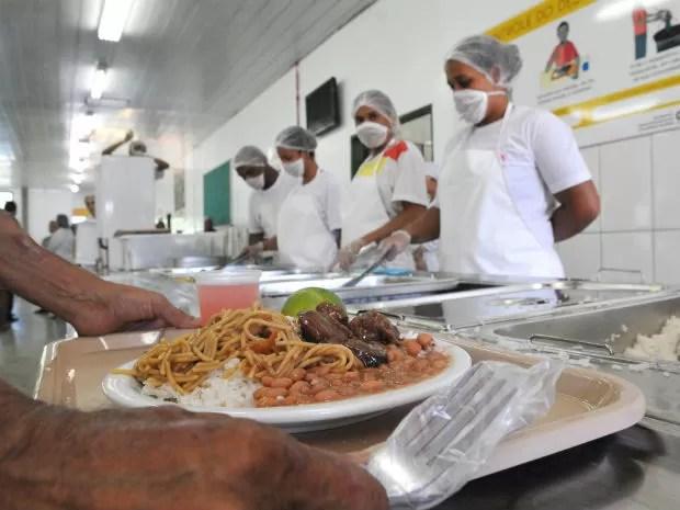 Prato servido no Restaurante Comunitário de Planaltina, no Distrito Federal, reinaugurado em maio (Foto: Tony Winston/GDF)