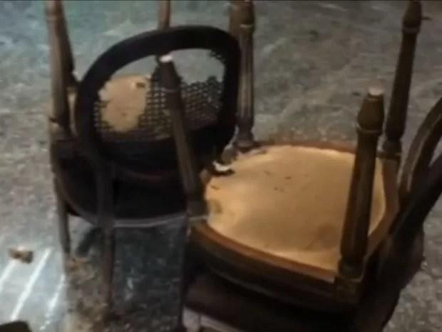Cadeiras do restaurante Terraço Itália ficaram queimadas (Foto: TV Globo/Reprodução)